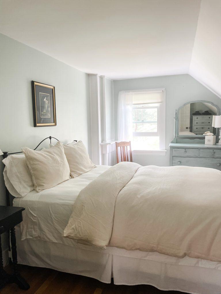 Live Well Farm bedroom